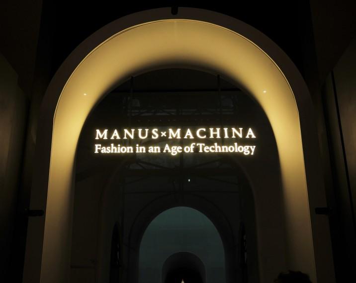 2WN visits Metropolitan Museum New York, Showcasing Manus X Machina Fashion in an Age of Technology Exhibition