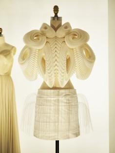 2WN visits metropolitan museum in new york city manus x machina iris van herpen