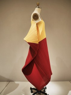 2WN visits metropolitan museum in new york city manus x machina issey miyake